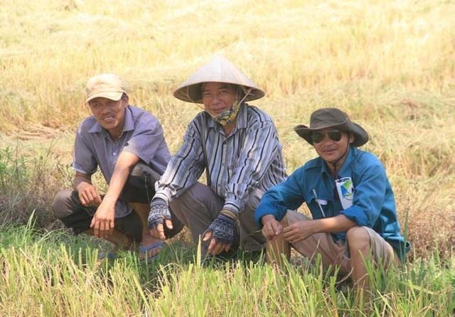 """Người dân """"xứ gió Lào"""" vã mồ hôi lao động giữa nắng nóng rát mặt! - 7"""