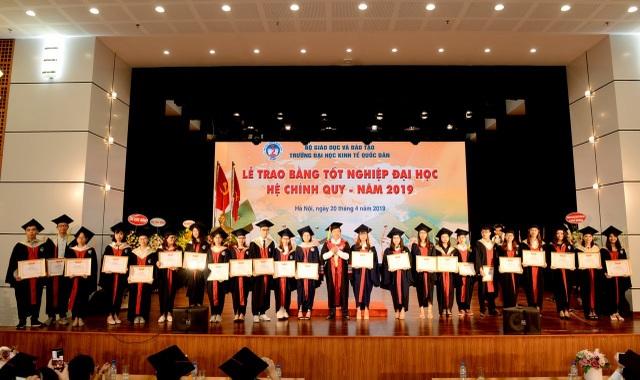 Thêm 1322 cử nhân tốt nghiệp ngành kinh tế - 2