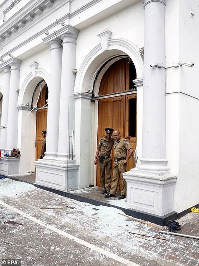 Hiện trường thảm kịch đánh bom khiến 160 người chết tại Sri Lanka - 11