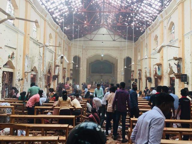 Hiện trường thảm kịch đánh bom khiến 160 người chết tại Sri Lanka - 1