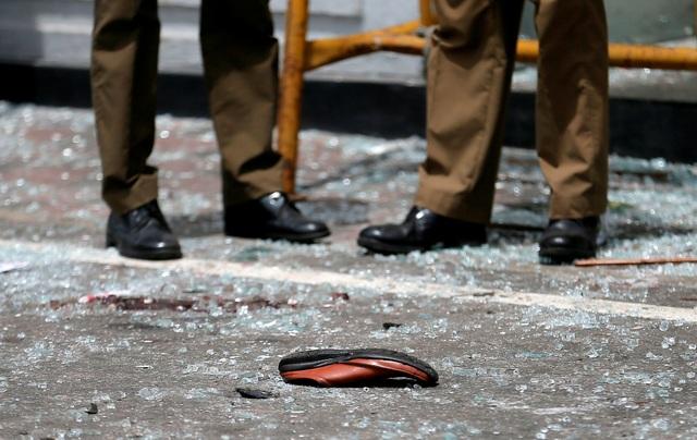 Hiện trường thảm kịch đánh bom khiến 160 người chết tại Sri Lanka - 15
