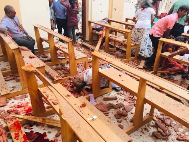 Hiện trường thảm kịch đánh bom khiến 160 người chết tại Sri Lanka - 3