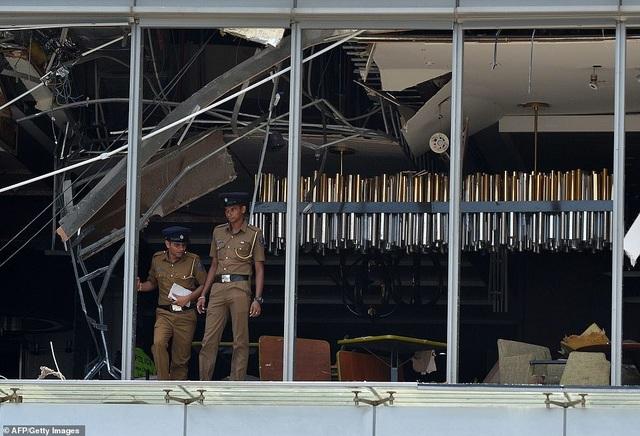 Hiện trường thảm kịch đánh bom khiến 160 người chết tại Sri Lanka - 9