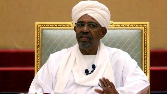 Tìm thấy hàng loạt vali giấu tiền tại nhà riêng của tổng thống Sudan bị phế truất - 1