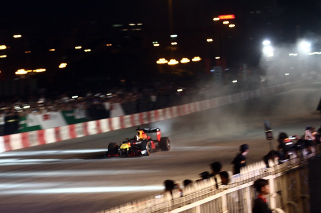Lần đầu xem xe đua F1 rít ga tại Hà Nội - 9