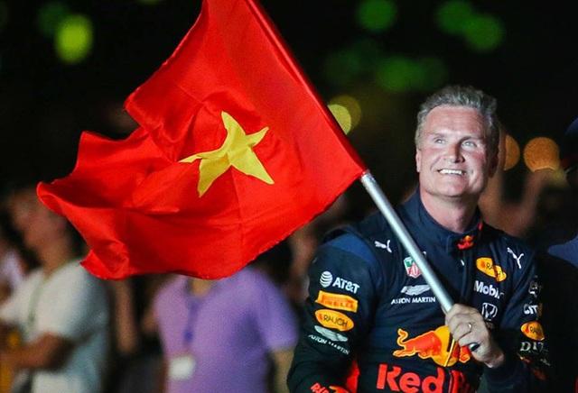 Lần đầu xem xe đua F1 rít ga tại Hà Nội - 13