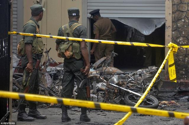 Giây phút kinh hoàng trong vụ đánh bom đẫm máu làm 290 người chết ở Sri Lanka - 2