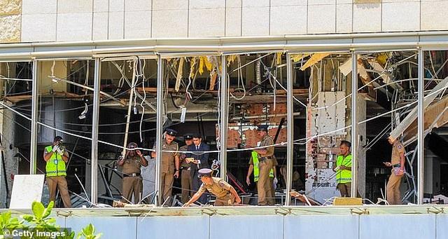Giây phút kinh hoàng trong vụ đánh bom đẫm máu làm 290 người chết ở Sri Lanka - 1