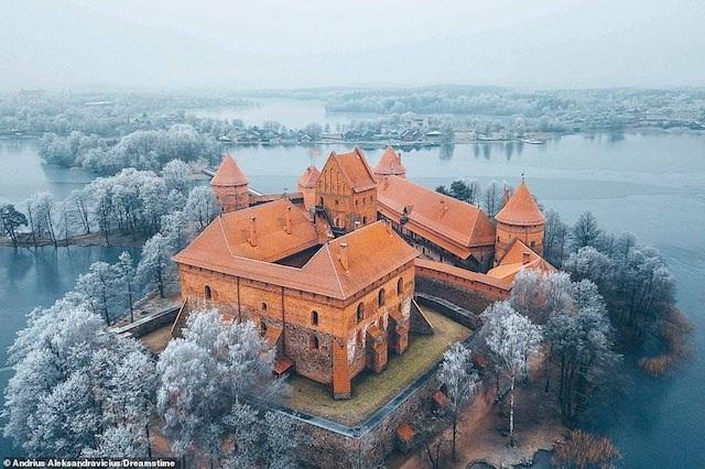 Khám phá những lâu đài đẹp nhất thế giới - 4
