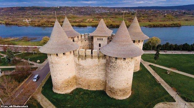 Khám phá những lâu đài đẹp nhất thế giới - 9