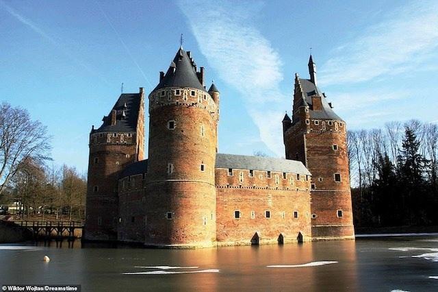 Khám phá những lâu đài đẹp nhất thế giới - 11