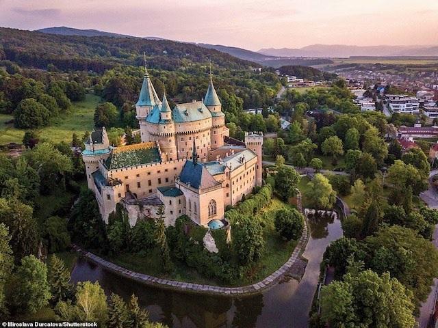 Khám phá những lâu đài đẹp nhất thế giới - 12