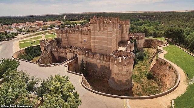Khám phá những lâu đài đẹp nhất thế giới - 13