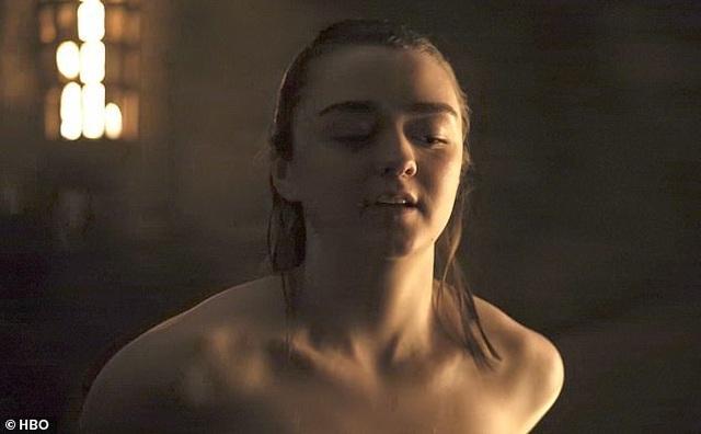 """Cảnh """"nóng"""" của Arya Stark khiến """"khổ chủ"""" cũng... sốc - 5"""