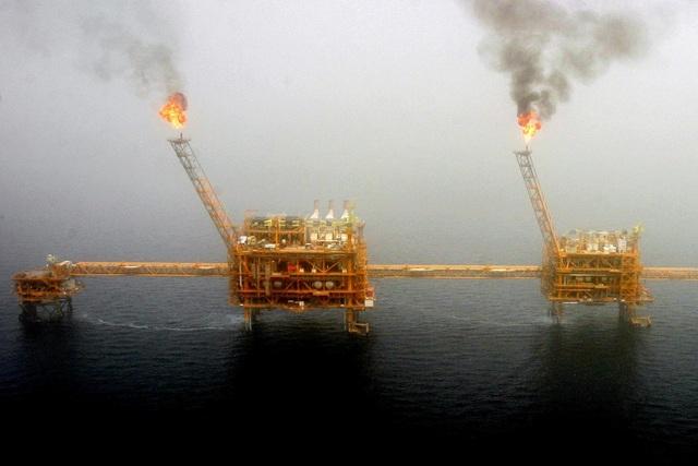 Mỹ có thể trừng phạt mọi quốc gia nhập dầu của Iran - 1