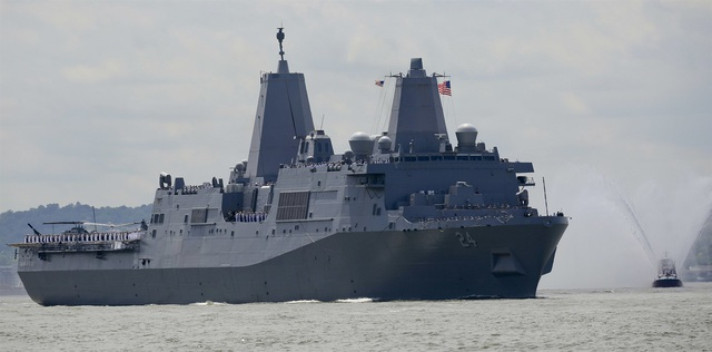 Phát hiện camera bị gắn bí mật trong phòng tắm nữ trên tàu Hải quân Mỹ - 1