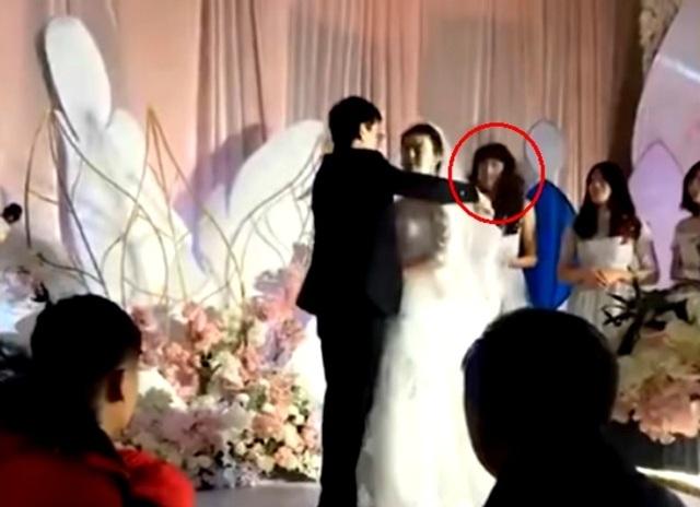 Đám cưới thu hút sự chú ý vì chàng trai giả gái làm phù dâu - Ảnh minh hoạ 2