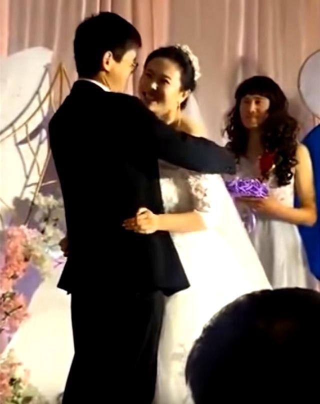 Đám cưới thu hút sự chú ý vì chàng trai giả gái làm phù dâu - Ảnh minh hoạ 3