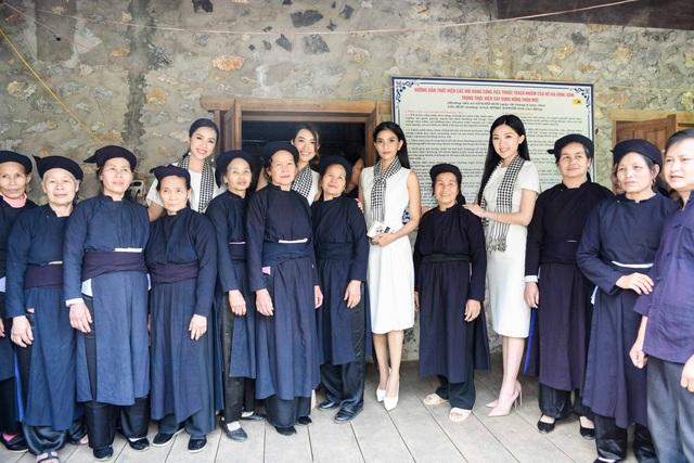 Trương Thị May, Lệ Hằng, Lương Thanh đẹp ngỡ ngàng giữa rừng núi Cao Bằng - 6