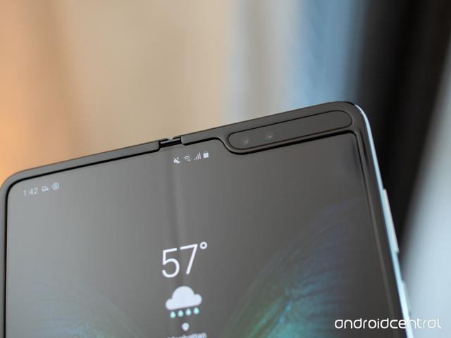 Bên trong siêu phẩm điện thoại gập Galaxy Fold  - 1