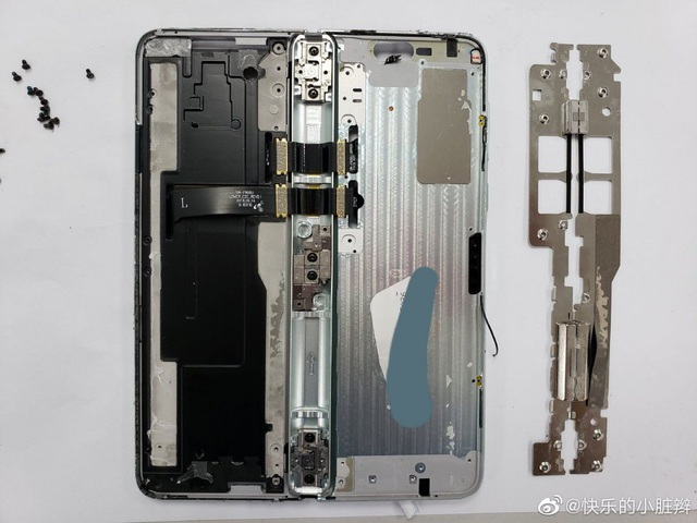 Bên trong siêu phẩm điện thoại gập Galaxy Fold  - 2