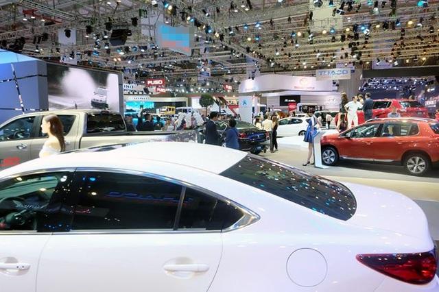 Hàng loạt ưu đãi lớn: Chờ thời điểm ô tô giảm giá sâu - 2