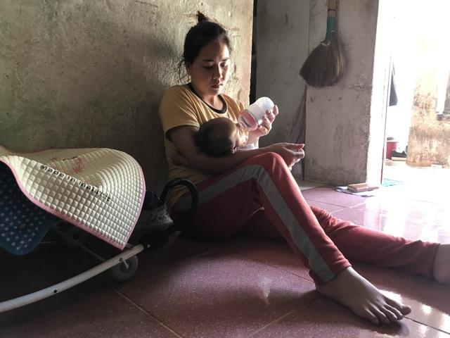 Bố mẹ nghèo, bé 3 tháng tuổi trên đảo Lý Sơn khốn khổ với hậu môn nhân tạo - 7