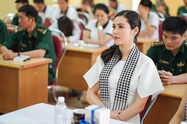 Trương Thị May, Lệ Hằng, Lương Thanh đẹp ngỡ ngàng giữa rừng núi Cao Bằng - 3