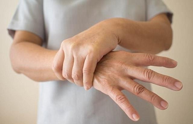 4 hậu quả khôn lường nếu không sớm điều trị viêm đa khớp - 2