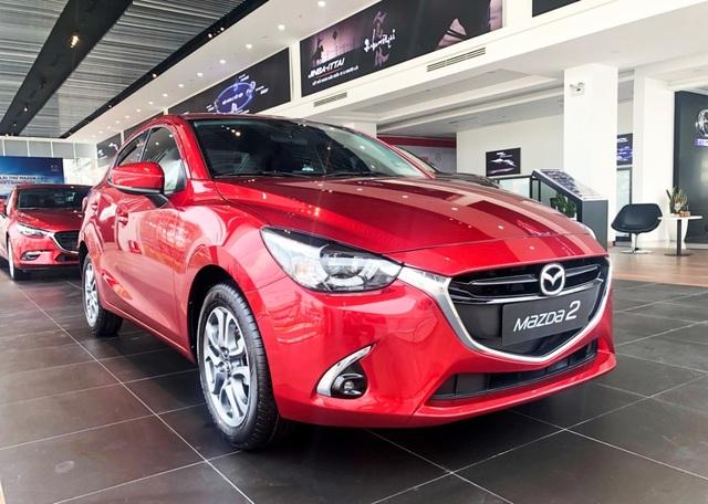 Mazda2 màu đỏ sẵn sàng để giao - 2