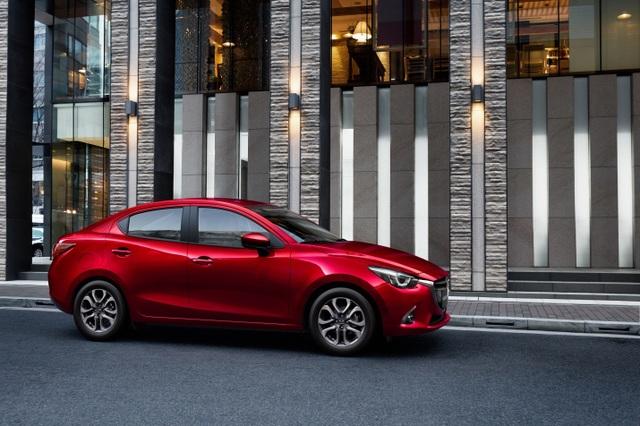 Mazda2 màu đỏ sẵn sàng để giao - 3