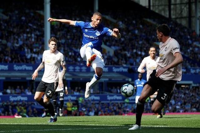 Những khoảnh khắc tan nát của Man Utd trước sức mạnh của Everton - 3