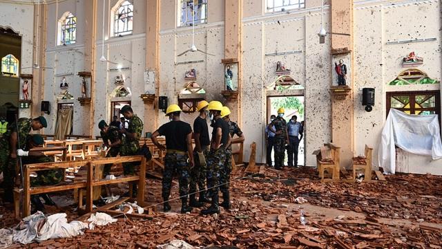 Khoảnh khắc ô tô phát nổ khi cảnh sát Sri Lanka gỡ bom - 1