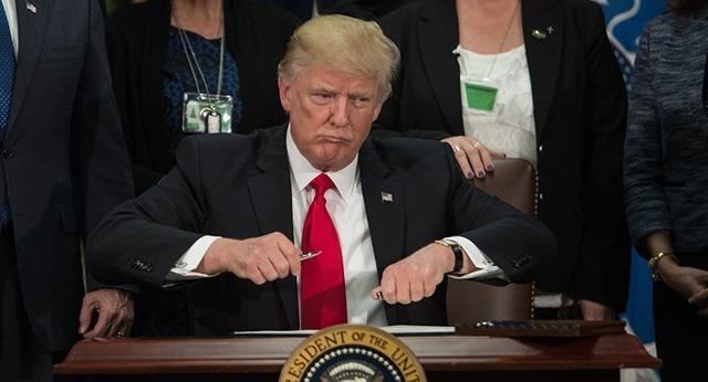 Ông Trump gây