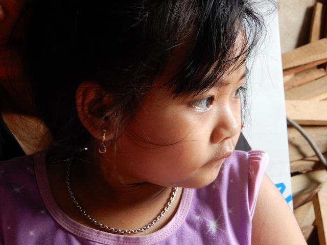 Thắt lòng gia cảnh bé gái 6 tuổi mắc bệnh ung thư máu, bố đột ngột qua đời! - 4