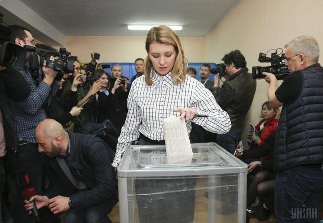 """""""Bóng hồng"""" quyền lực đứng sau diễn viên hài đắc cử tổng thống Ukraine - 8"""