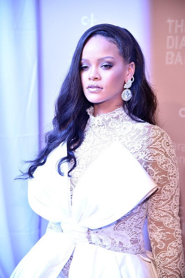 Rihanna quyến rũ trên tạp chí Vogue - 9