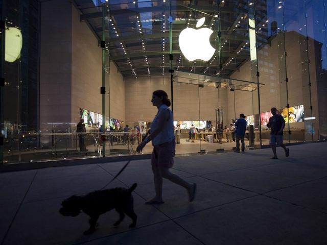 Bị nghi oan ăn trộm Apple Store, thiếu niên 18 tuổi đòi kiện Apple 1 tỷ USD - 1