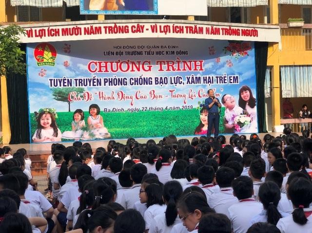 Xem cảnh sát cơ động dạy học sinh tiểu học chiêu tự vệ phòng chống xâm hại  - 4