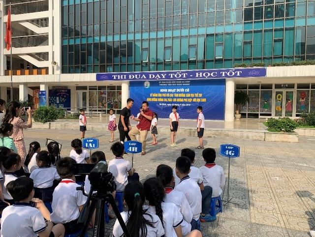 Xem cảnh sát cơ động dạy học sinh tiểu học chiêu tự vệ phòng chống xâm hại  - 5