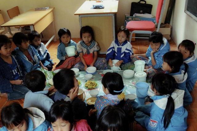 Bữa cơm trưa tiếp sức ước mơ con chữ của trẻ em vùng cao - 2