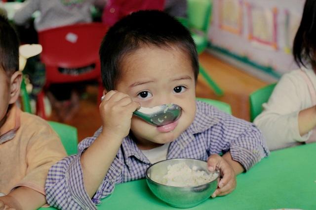 Bữa cơm trưa tiếp sức ước mơ con chữ của trẻ em vùng cao - 4