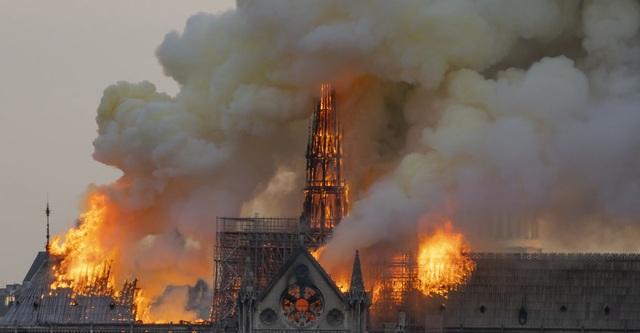Nhóm hacker khét tiếng bất ngờ đưa ra tuyên bố tranh cãi về vụ cháy nhà thờ Đức Bà - 1