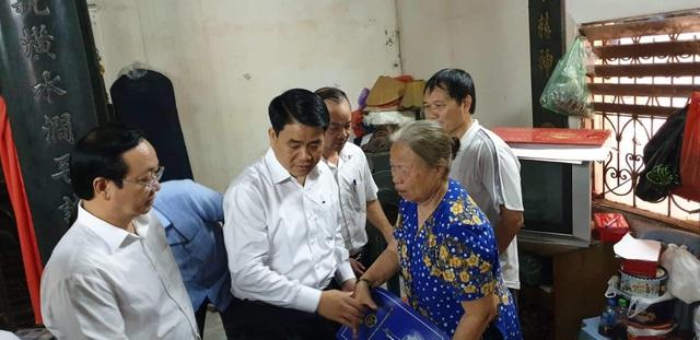 """Chủ tịch Hà Nội thăm gia đình nữ công nhân bị """"xe điên"""" đâm tử vong - 2"""