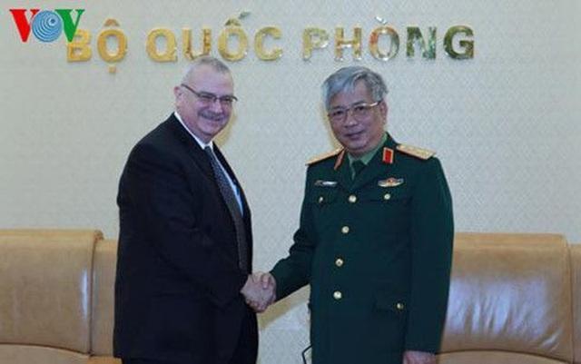 Thượng tướng Nguyễn Chí Vịnh và Ngài Michael Walter Michalak.