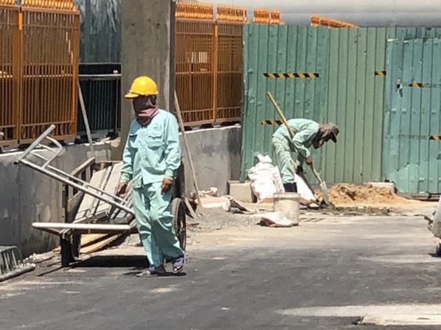 Công nhân oằn mình dưới nắng nóng - 2