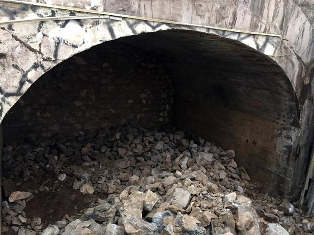 Hà Nội chính thức đục thông vòm cầu đường sắt trăm tuổi chạy qua phố cổ - 1