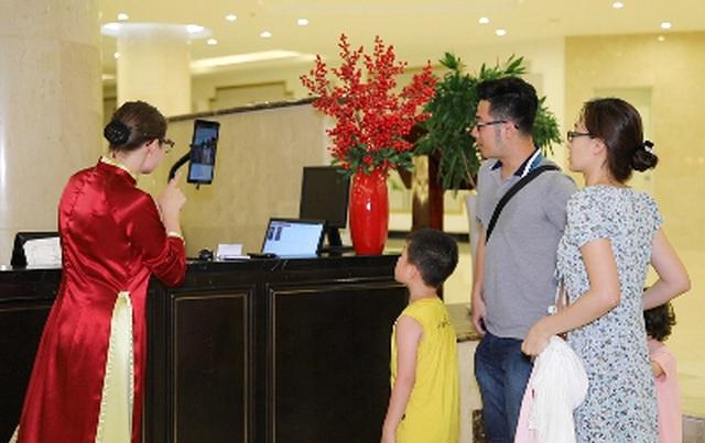 """Đua nhau """"check in"""" tại khách sạn áp dụng công nghệ nhận dạng đầu tiên tại Việt Nam - 1"""