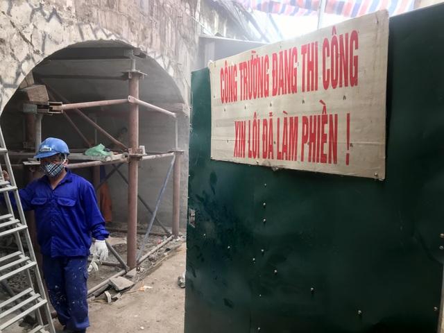 Hà Nội: Mục sở thị việc đục thông vòm cầu đường sắt chạy qua phố cổ - 10