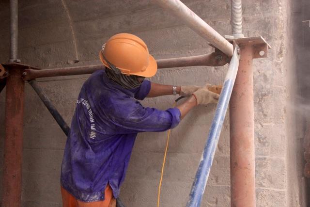 Hà Nội: Mục sở thị việc đục thông vòm cầu đường sắt chạy qua phố cổ - 6